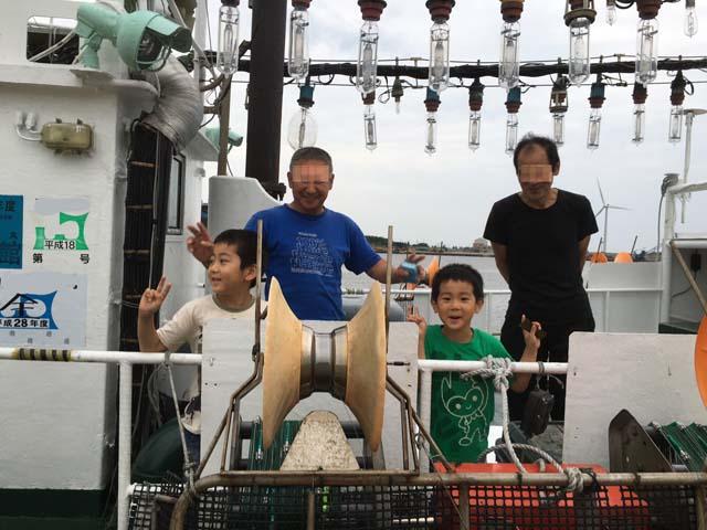 孫たちが秋田港でアジを釣った_f0019498_17251025.jpg
