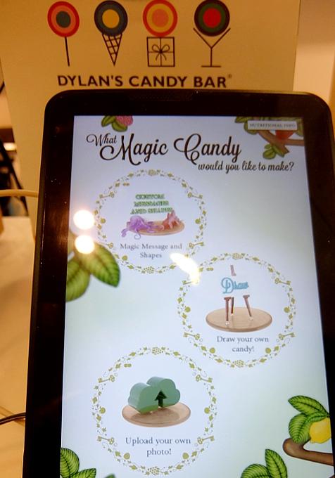 NYのディランズ・キャンディー・バーに世界初の3Dグミ用プリンター登場!!! _b0007805_4414114.jpg