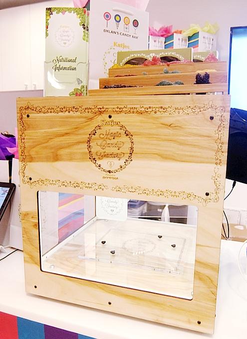 NYのディランズ・キャンディー・バーに世界初の3Dグミ用プリンター登場!!! _b0007805_4502086.jpg