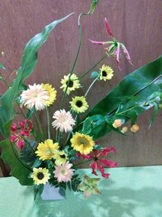 季節の生花アレンジ_d0227610_00305367.jpg