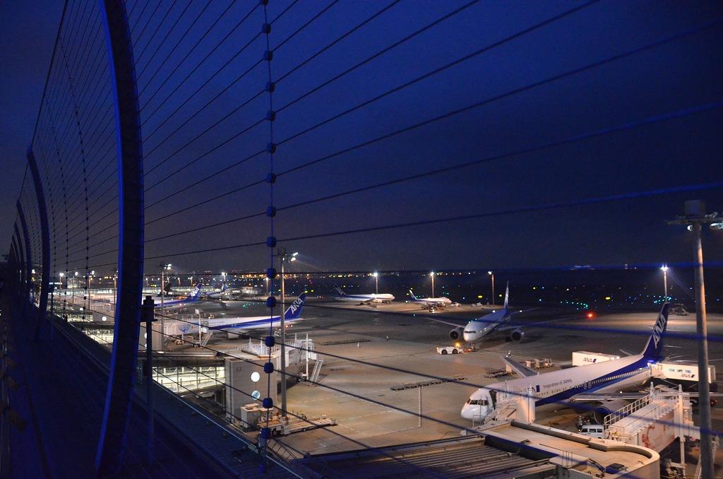 夜の羽田空港_d0065116_2221284.jpg