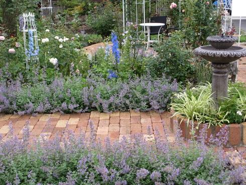 静寂の中の庭_a0243064_729975.jpg