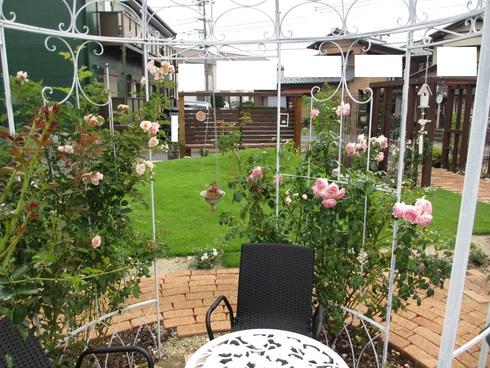 静寂の中の庭_a0243064_7521928.jpg