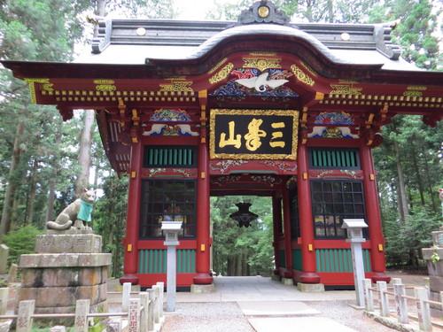 三峰神社と秩父神社へ_b0129807_17112081.jpg