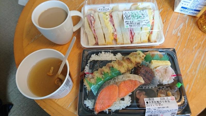 2泊目からのホテルでの朝ご飯は、サンドウィッチとお弁当です。_c0225997_15300710.jpg