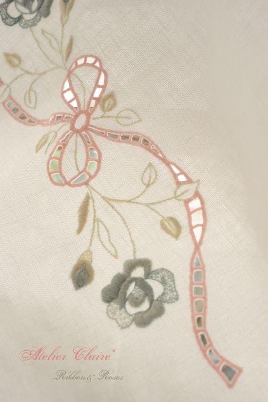 Ribbon&rosesのテーブルクロス~カットワーク部分の生地をカットして仕上げていきます~_a0157409_08262492.jpg