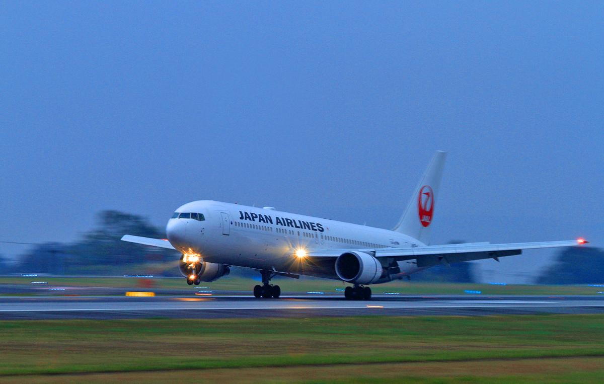 ASO kumamoto AIRPORT IN  BLUE。_b0044115_8244266.jpg