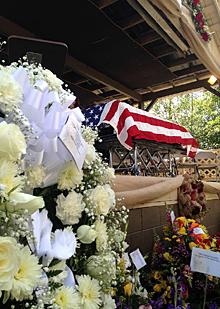 ラルフ・スタンレーの葬儀_e0103024_07475410.jpg