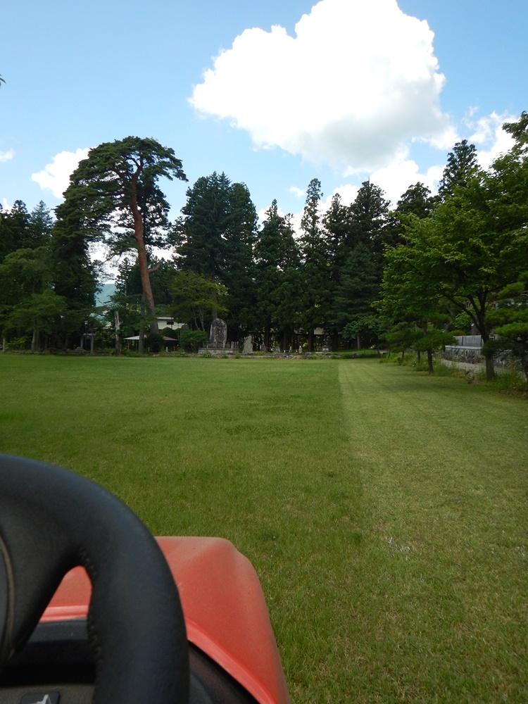 境内草刈り作業_c0111229_204827.jpg