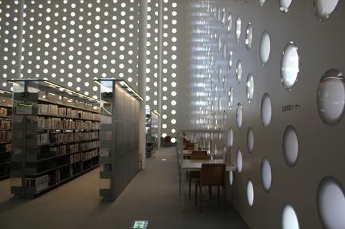 金沢海みらい図書館_a0166284_11133042.jpg