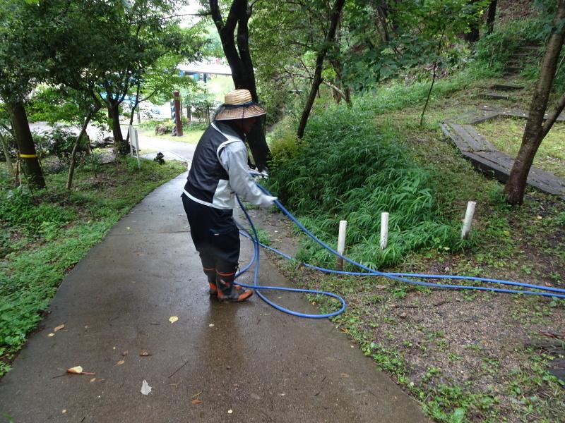小雨の中 汚れ作業も苦にならず・・・うみべの森_c0108460_18495841.jpg