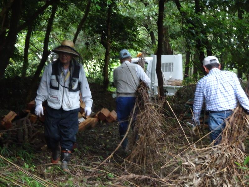 小雨の中 汚れ作業も苦にならず・・・うみべの森_c0108460_19034414.jpg