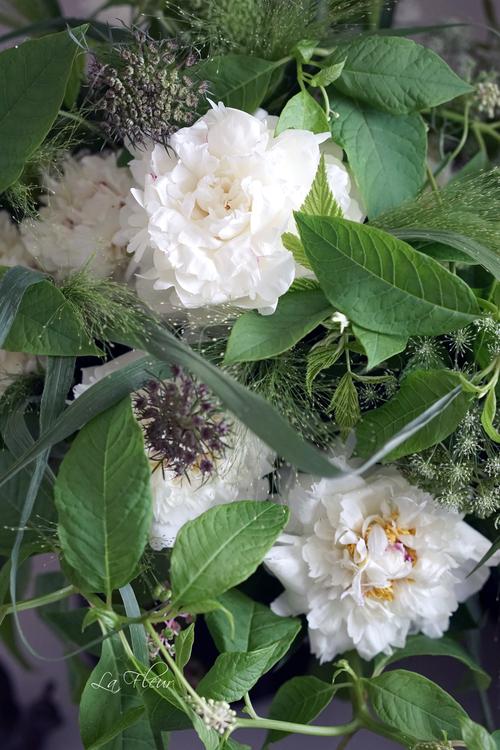 白い芍薬とヨウシュヤマゴボウのbouquet_f0127281_00186.jpg