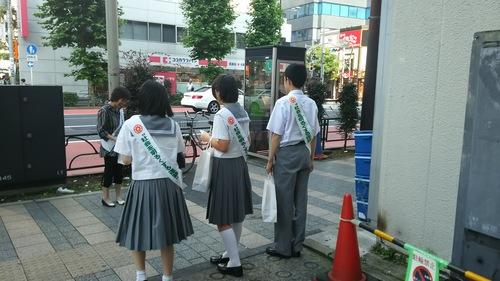 「社会を明るくする運動」法務省が主唱。駅頭を中学生がしていました。_d0204305_19542652.jpg
