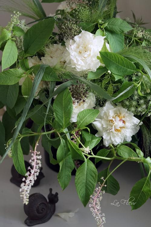 白い芍薬とヨウシュヤマゴボウのbouquet_f0127281_01276.jpg