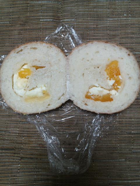 オハナベーカリー パイナップルクリームチーズ入り_f0076001_2331092.jpg