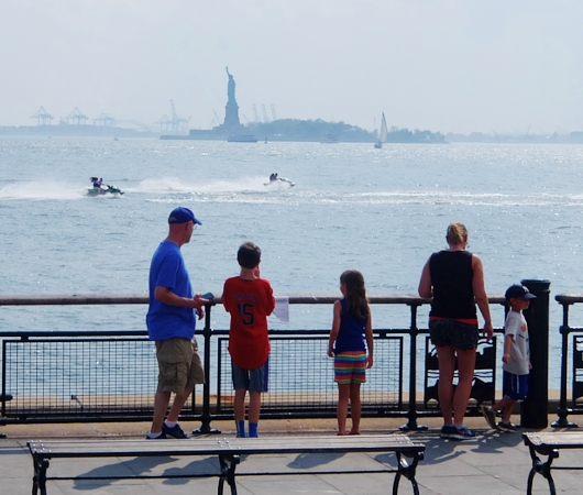バッテリー・パークから眺める自由の女神さま、SeaGlass Carouselもできました_b0007805_21255477.jpg