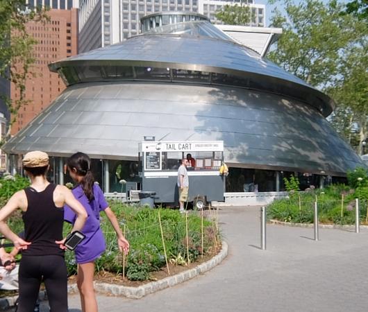 バッテリー・パークから眺める自由の女神さま、SeaGlass Carouselもできました_b0007805_21262048.jpg