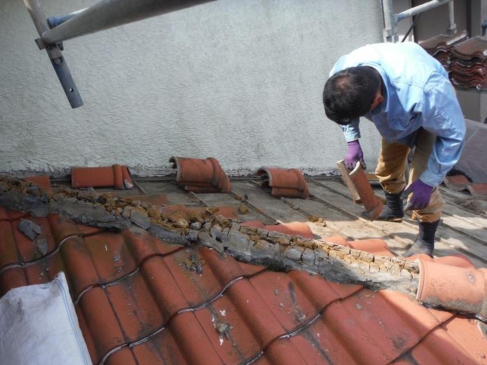 瓦屋根葺き替えと外壁塗り替え ~ 1階屋根瓦降ろしから_d0165368_5173448.jpg
