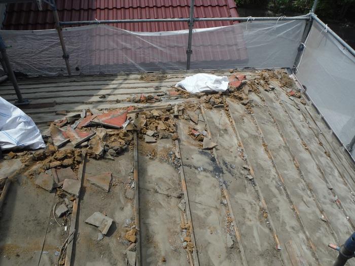 瓦屋根葺き替えと外壁塗り替え ~ 1階屋根瓦降ろしから_d0165368_51819100.jpg
