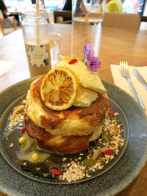 Me\'s CAFE&KITCHEN at METoA Ginza の極厚パンケーキ!_f0236260_21481993.jpg