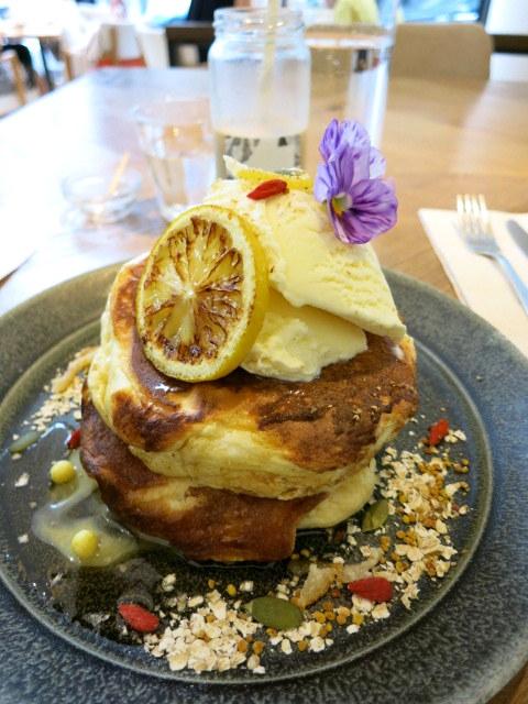 Me\'s CAFE&KITCHEN at METoA Ginza の極厚パンケーキ!_f0236260_21505294.jpg