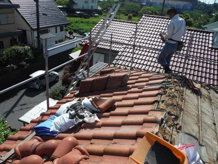 瓦屋根葺き替えと外壁塗り替え ~ 2階屋根瓦降ろし_d0165368_433389.jpg
