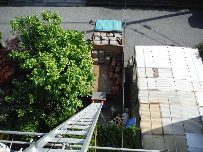 瓦屋根葺き替えと外壁塗り替え ~ 2階屋根瓦降ろし_d0165368_4341147.jpg
