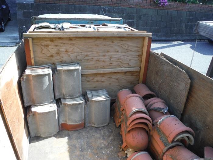 瓦屋根葺き替えと外壁塗り替え ~ 2階屋根瓦降ろし_d0165368_4342792.jpg
