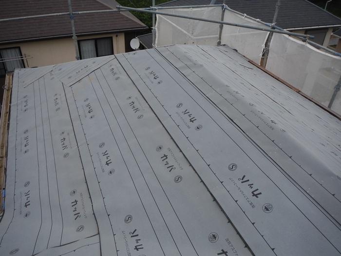 瓦屋根葺き替えと外壁塗り替え ~ 2階屋根瓦降ろし_d0165368_4344841.jpg