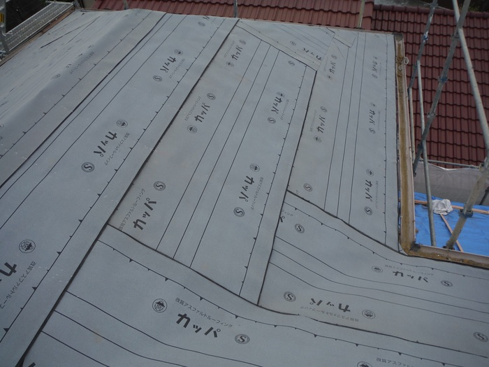 瓦屋根葺き替えと外壁塗り替え ~ 2階屋根瓦降ろし_d0165368_43547.jpg
