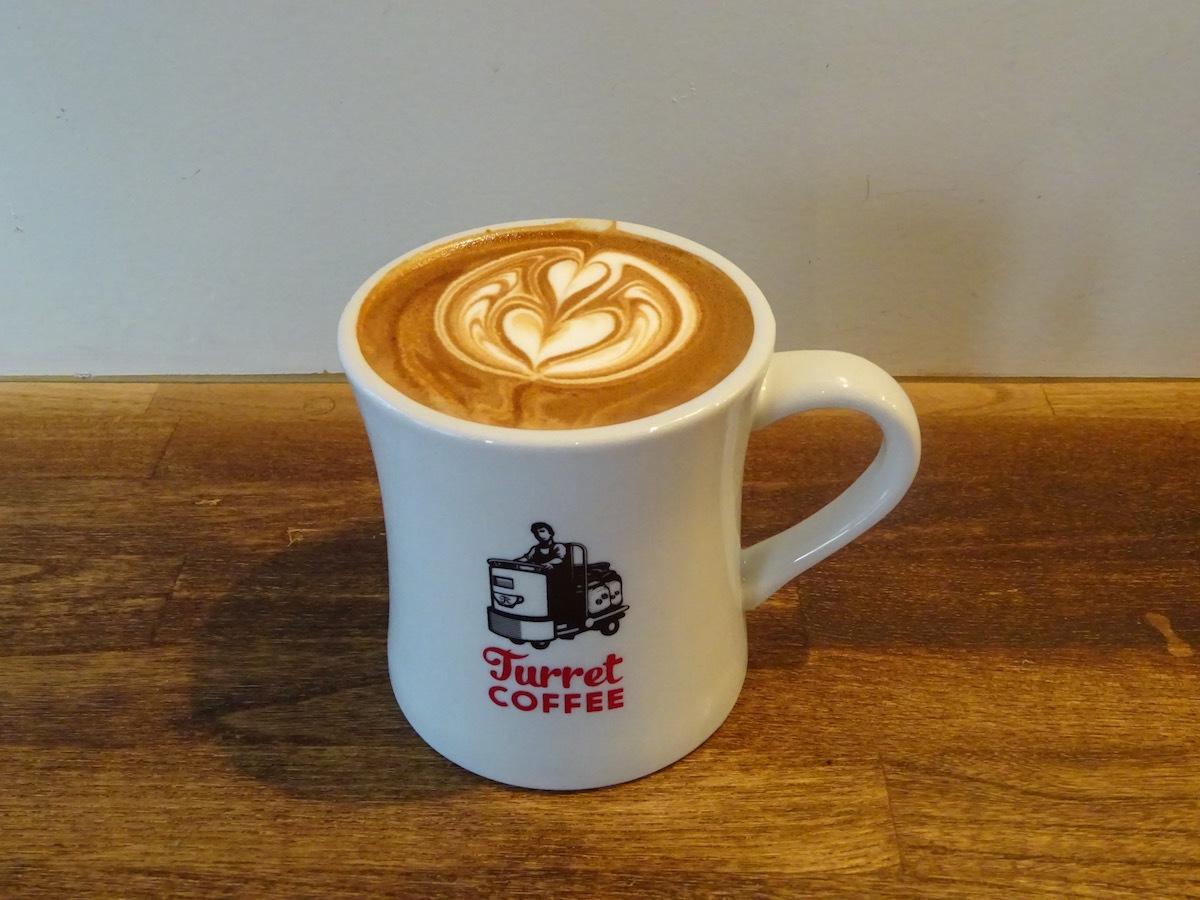 Turret COFFEEさんで美味しいラテを。_e0230011_19361651.jpg