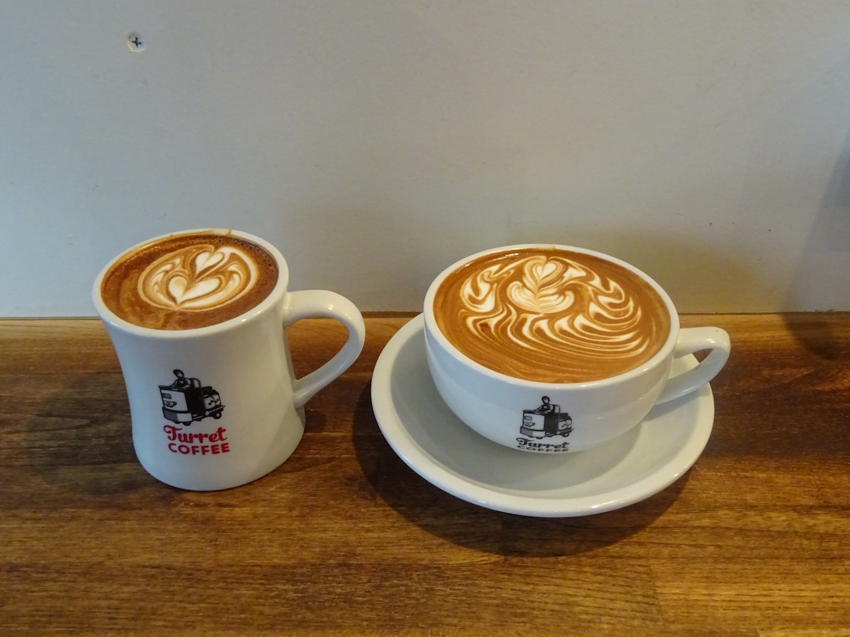 Turret COFFEEさんで美味しいラテを。_e0230011_19370735.jpg