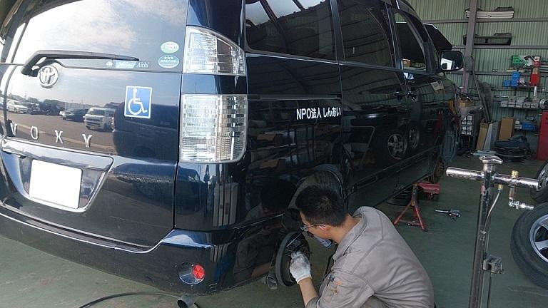 AZR60 VOXY 車検整備中(*^0^*)/働く車のメンテナンスもお任せ下さい♪_c0213517_13372111.jpg