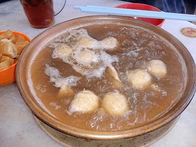 コタキナバルの一番美味しい(肉骨茶)バクテーレストラン_a0132757_1063438.png