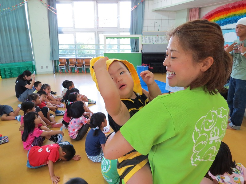 2016 幼稚園で採蜜体験_a0247891_15402776.jpg