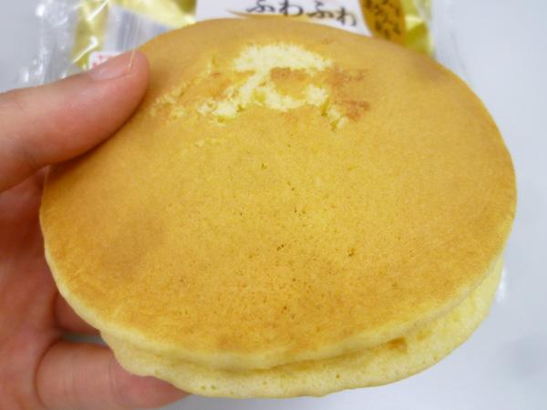 【菓子パン】ふわふわホットケーキサンド 小倉&マーガリン@ヤマザキ_c0152767_2059669.jpg