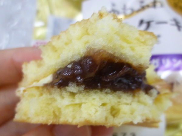 【菓子パン】ふわふわホットケーキサンド 小倉&マーガリン@ヤマザキ_c0152767_2104331.jpg