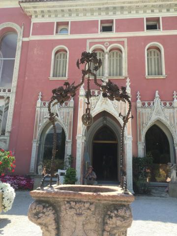 南仏 花の館 ロスチャイルド邸とコルビジェの別荘_c0195496_12472562.jpg