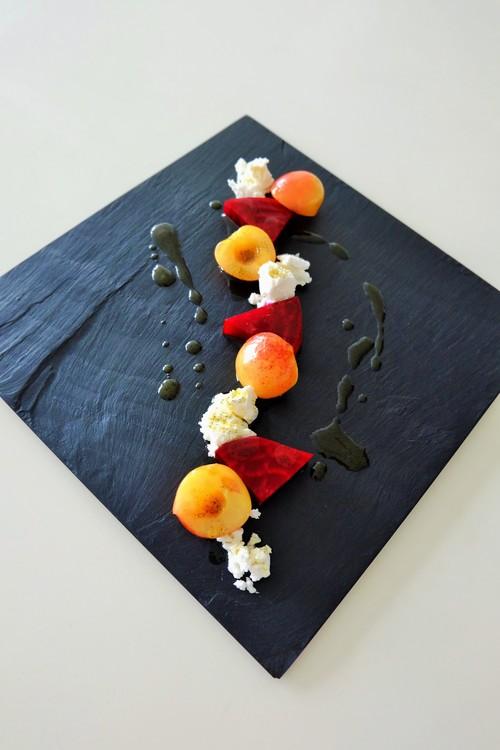 レイニアチェリーとビーツ、ゴートチーズのマリネ、バニラソース添え_b0145846_13445937.jpg