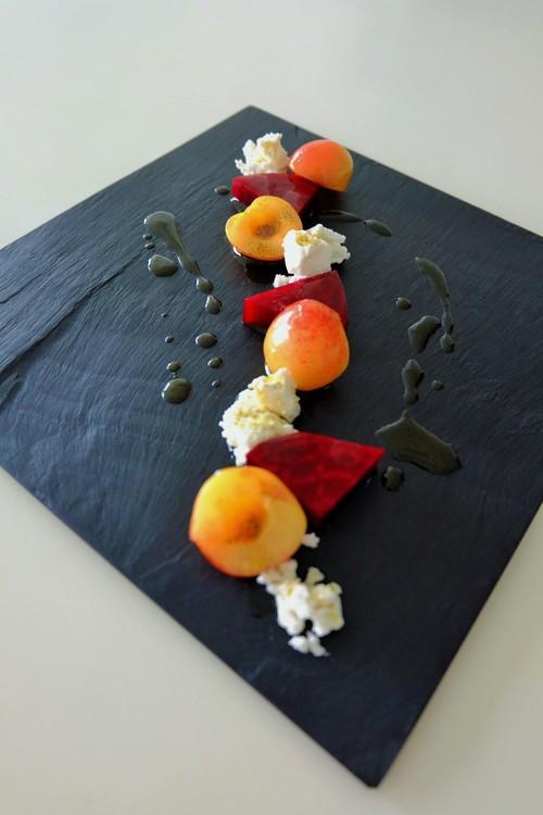 レイニアチェリーとビーツ、ゴートチーズのマリネ、バニラソース添え_b0145846_13481942.jpg