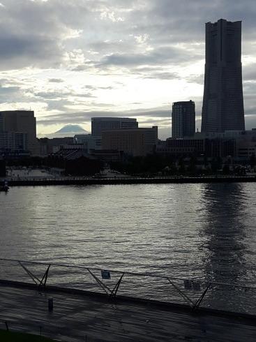 休憩中に大桟橋へ_c0336346_18552638.jpg