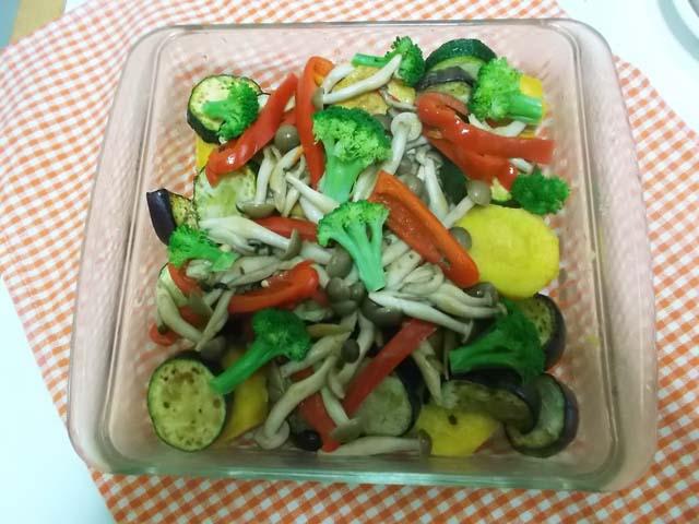 夏野菜のミートソースグラタン_f0019498_1838183.jpg