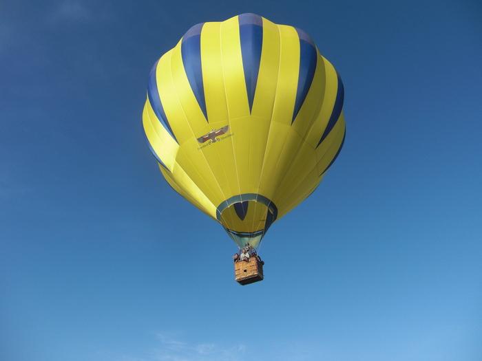 大草原の気球_a0109837_1784574.jpg