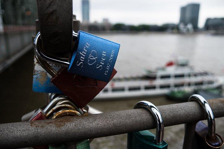 ライン川を渡る恋する南京錠_d0353489_15395047.jpg