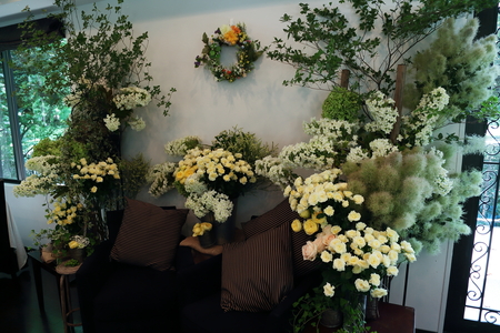 夏の装花 日比谷パレス様へ メイン高砂ソファの装花、レモンイエローで_a0042928_12555066.jpg