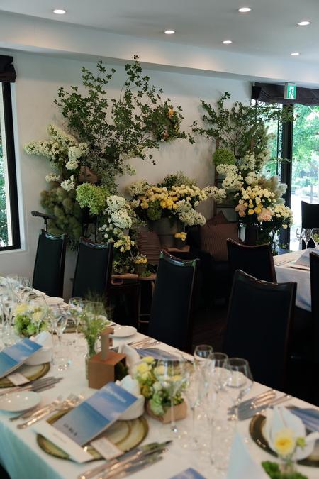 夏の装花 日比谷パレス様へ メイン高砂ソファの装花、レモンイエローで_a0042928_12594290.jpg