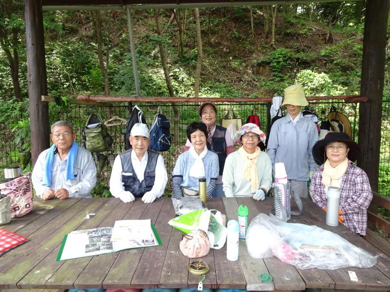10本桜周辺の草刈り・・・うみべの森_c0108460_18265508.jpg