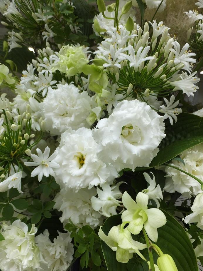 オークリーフ(白い花のスタンド装花)_f0049672_1353117.jpg