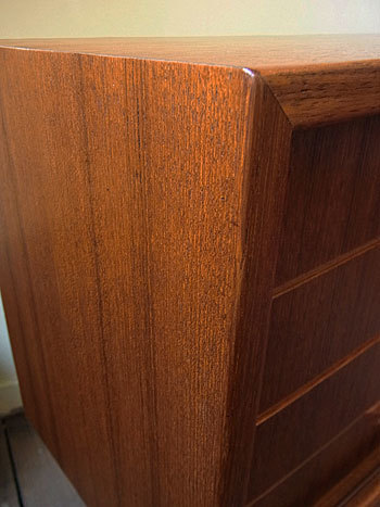 sideboard_c0139773_18495037.jpg
